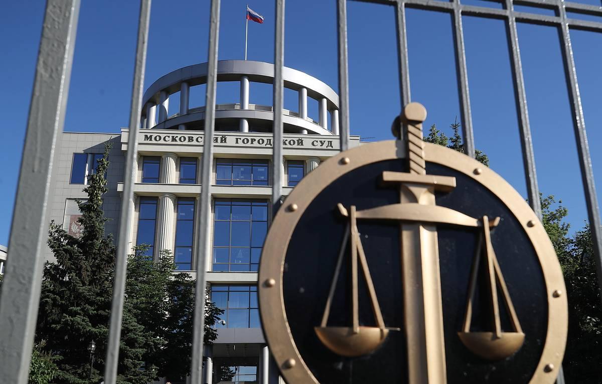Суд против УК Лард